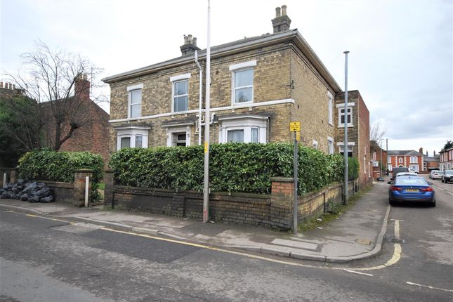Thumbnail Flat for sale in St. Thomas Road, Spalding