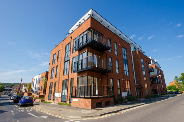 2 bedroom flat for sale in Avebury Avenue, Tonbridge, Kent