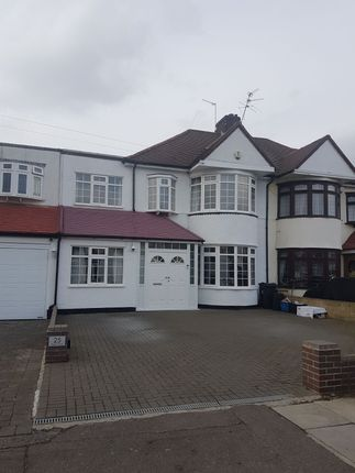 4 bed semi-detached house to rent in Wensleydale Avenue, Ilford