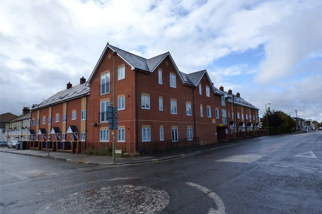 Thumbnail Flat for sale in Queens Road, Farnborough, Hampshire