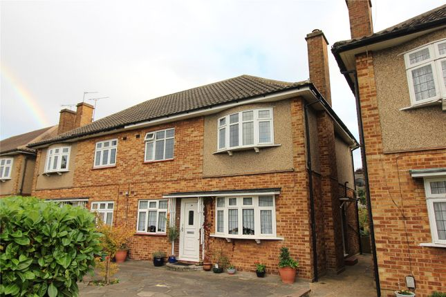 2 bed flat to rent in Station Road, Gidea Park RM2