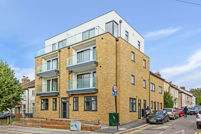 3 bed flat for sale in Fountain Road, Thornton Heath CR7