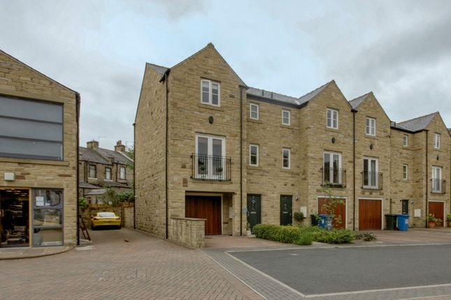 Thumbnail Town house for sale in Toller Court, Skipton