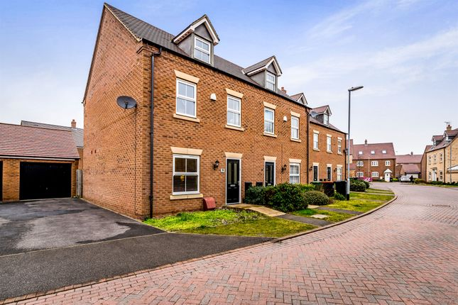 Thumbnail Town house for sale in Goldfinch Road, Leighton Buzzard