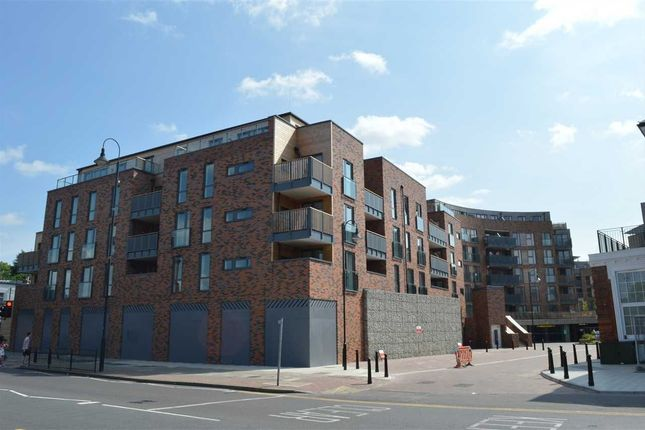1 bed flat to rent in Townhall Square, Dartford DA1