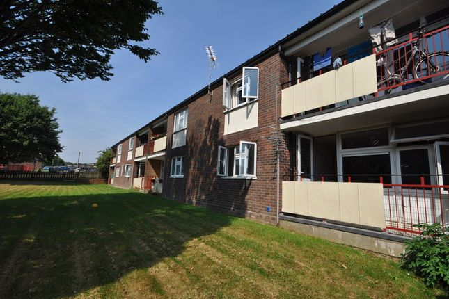 Flat to rent in Mewsey Court, Havant