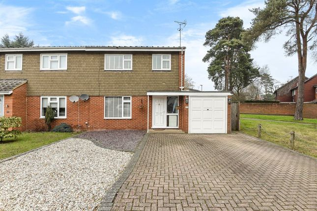 Thumbnail Property to rent in Arnett Avenue, Finchampstead, Wokingham