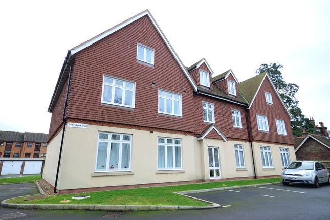 Thumbnail Flat to rent in Bonehurst Road, Horley, Surrey