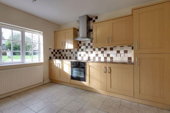 Kitchen of Tarvin Road, Frodsham WA6