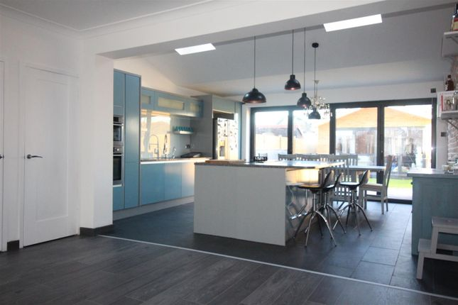 Thumbnail Property to rent in Forest Rise, London