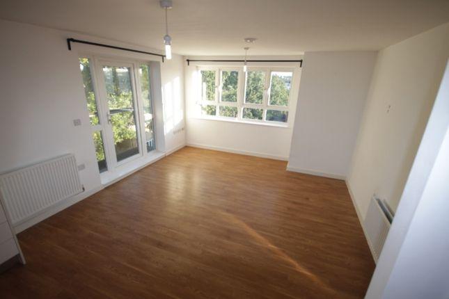 Thumbnail Flat to rent in Todd Close, Borehamwood, Hertfordshire