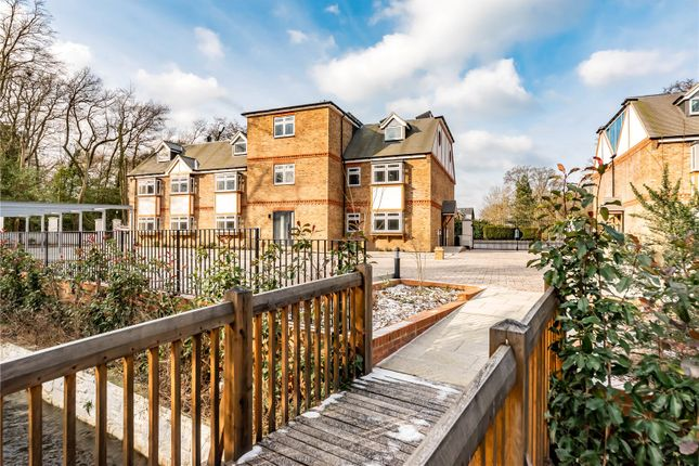 Thumbnail Flat for sale in Minley Road, Fleet, Hampshire