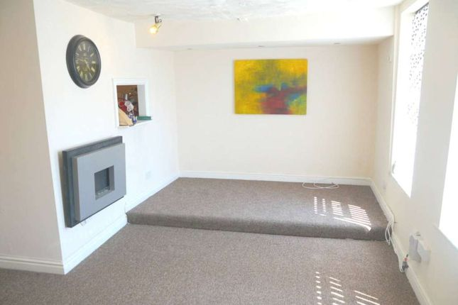 Thumbnail Flat to rent in Clarendon Place, Hyde