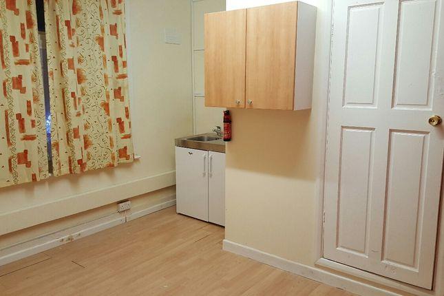 Thumbnail Flat to rent in Hertford Road, Enfield