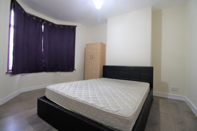 Thumbnail End terrace house to rent in Chingford Road, London