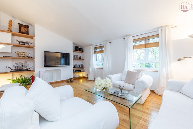 Thumbnail Flat for sale in Abingdon Close, Camden Square, London
