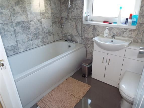 Bathroom of Ingold Avenue, Leicester, Leicestershire LE4