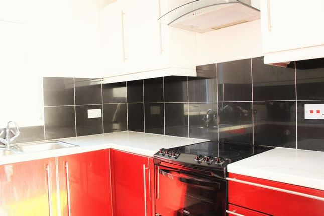 Thumbnail Terraced house to rent in Smeaton Square, Plymouth