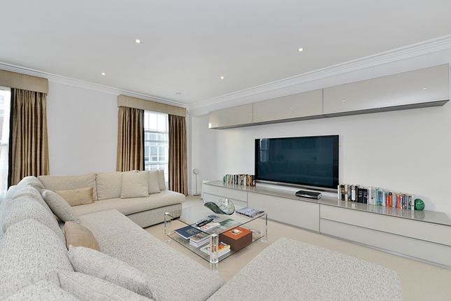 Thumbnail Flat for sale in Hereford House, London