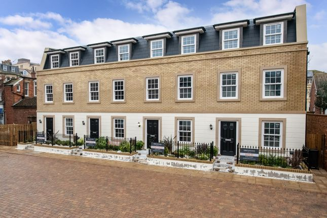 Thumbnail Town house for sale in Serpentine Road, Southsea