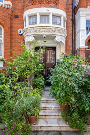 Thumbnail Flat for sale in Cadogan Gardens, Knightsbridge