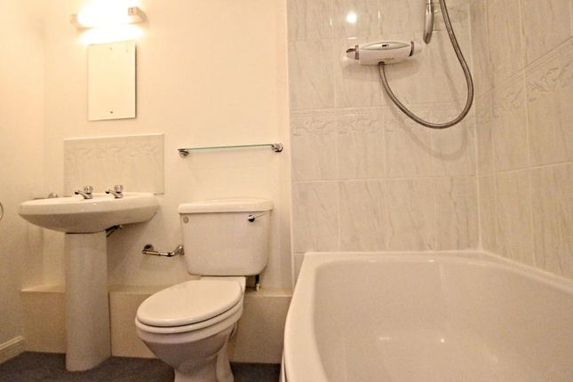 2 bed flat for sale in Fraser Road, Aberdeen