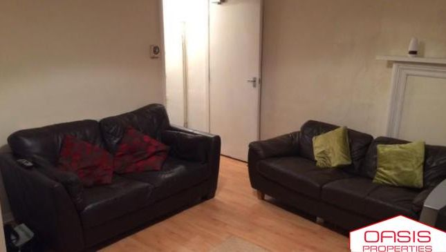 Thumbnail Terraced house to rent in 35 Manor Drive, Hyde Park