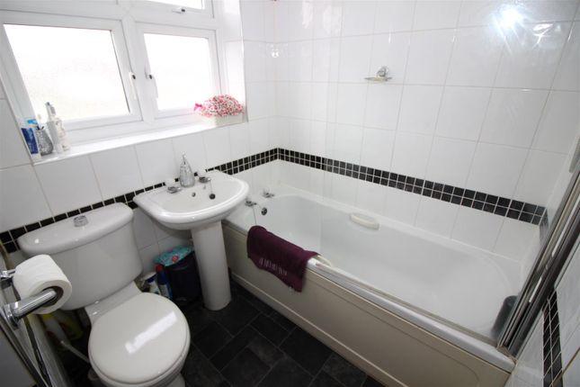 Bathroom of Camdale Close, Beeston, Nottingham NG9