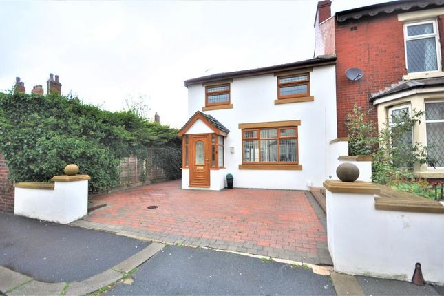 Thumbnail Cottage to rent in Woodland Grove, Blackpool, Lancashire
