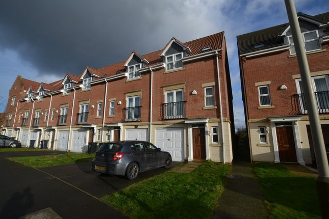 Thumbnail Town house to rent in Bestwood Close, Leicester