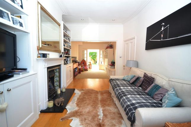 4 bed terraced house to rent in Wellington Road, London