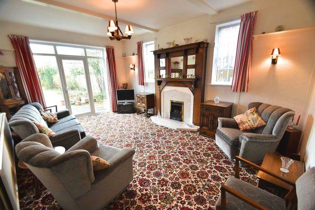 Lounge of Framingham Road, Sale M33