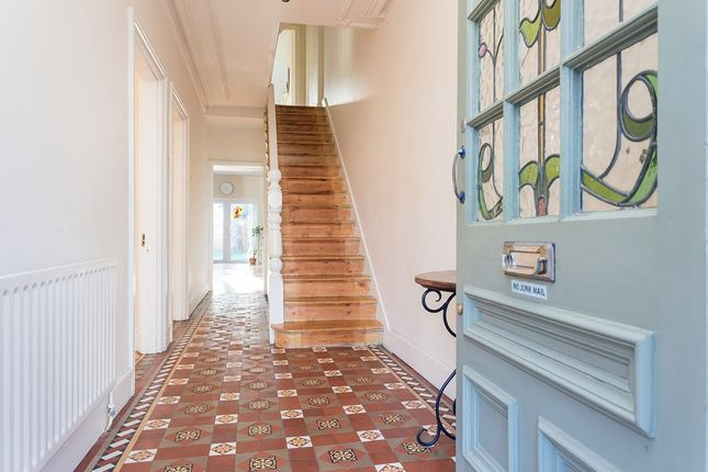 5 bed semi-detached house for sale in Highlands Avenue, London
