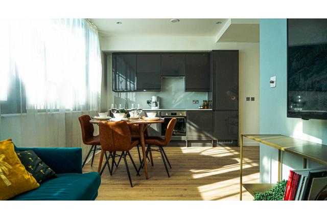 Thumbnail Flat to rent in Waterloo House 11 17, Chertsey Road, Woking