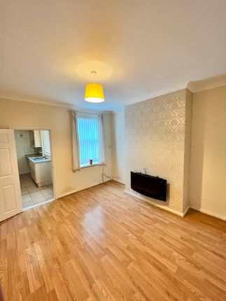 4 bed terraced house to rent in Queens Road, Carcroft, Doncaster DN6