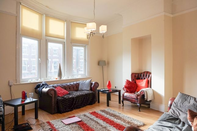 Thumbnail Flat to rent in The Crescent, Leeds