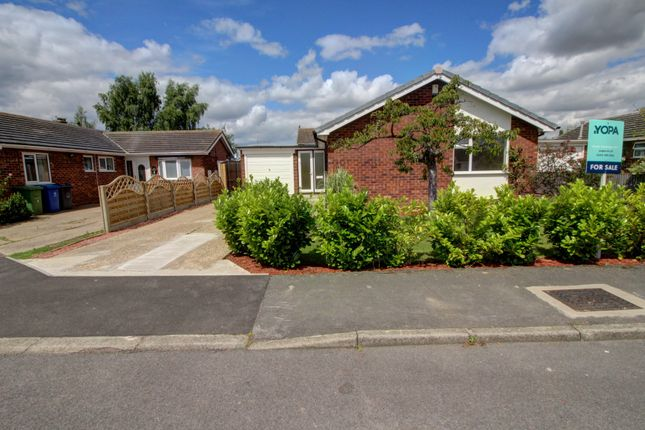 3 bed bungalow for sale in Elm Close, Saxilby, Lincoln