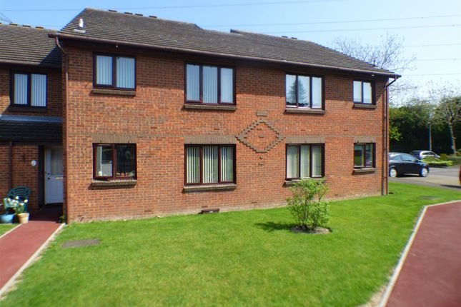 Thumbnail Property for sale in Longhedge, Dunstable