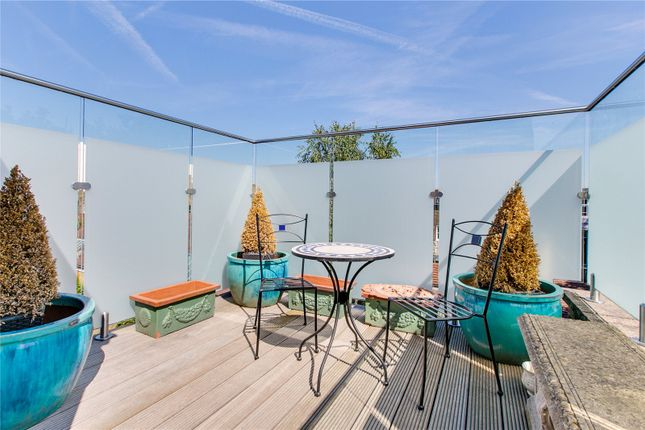 3 bed maisonette for sale in Harwood Road, London