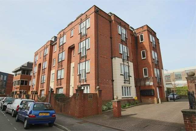 2 bed flat for sale in Garland Road, East Grinstead, West Sussex