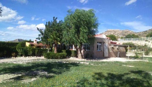 2 bed villa for sale in Spain, Valencia, Alicante, Novelda