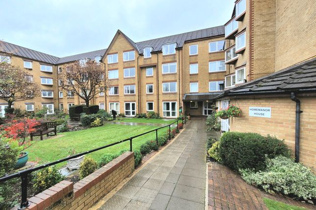 1 bed flat to rent in Cassio Road, Watford WD18
