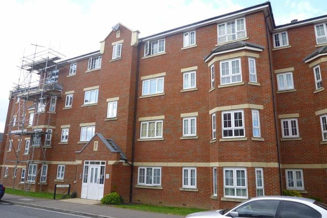 Thumbnail Flat for sale in Watling Gardens, Dunstable