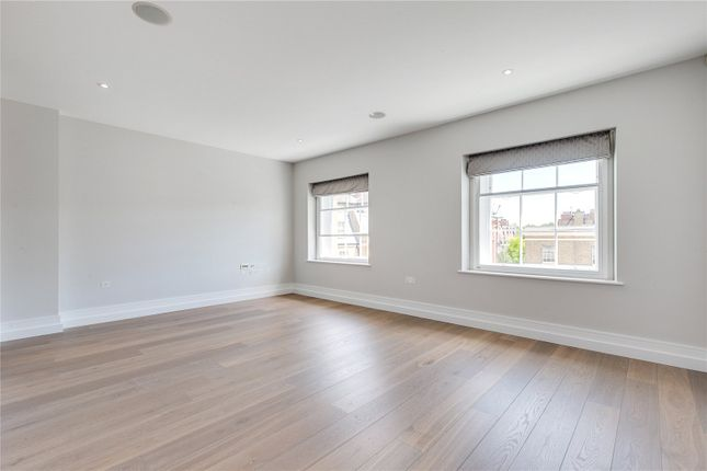 2 bed flat to rent in Cavalry Square, London SW3