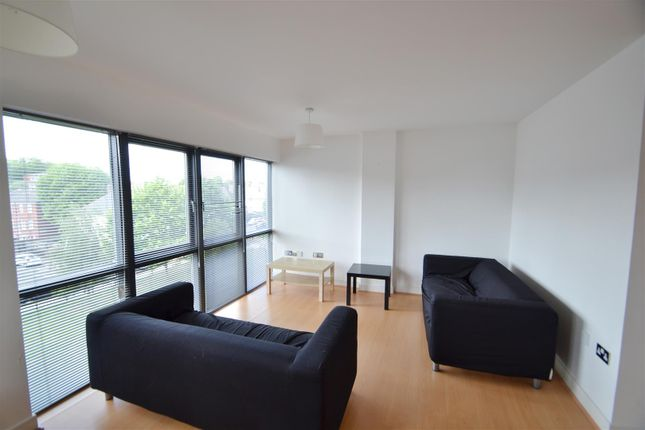 2 bed flat to rent in Woodmill Road, London