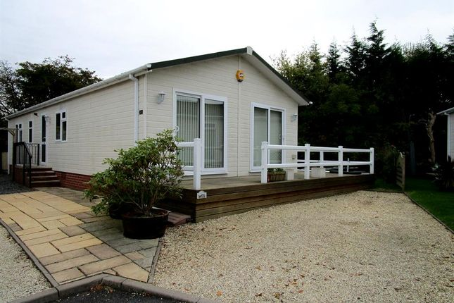 Thumbnail Mobile/park home for sale in Barton Road, Welford On Avon, Stratford-Upon-Avon