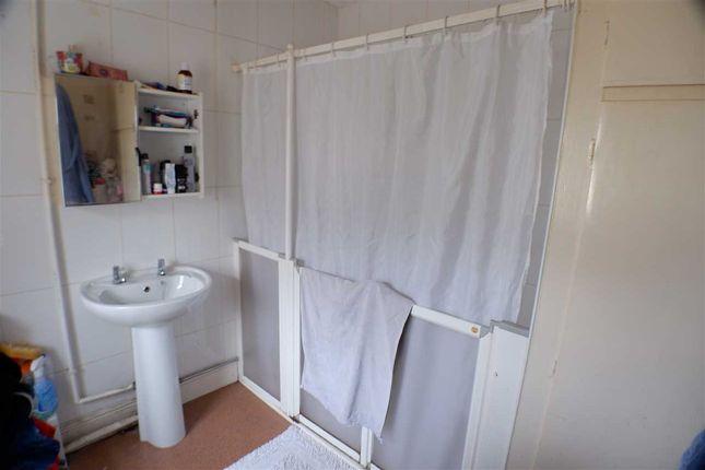 Bathroom of Park Street, Clydach Vale, Tonypandy CF40