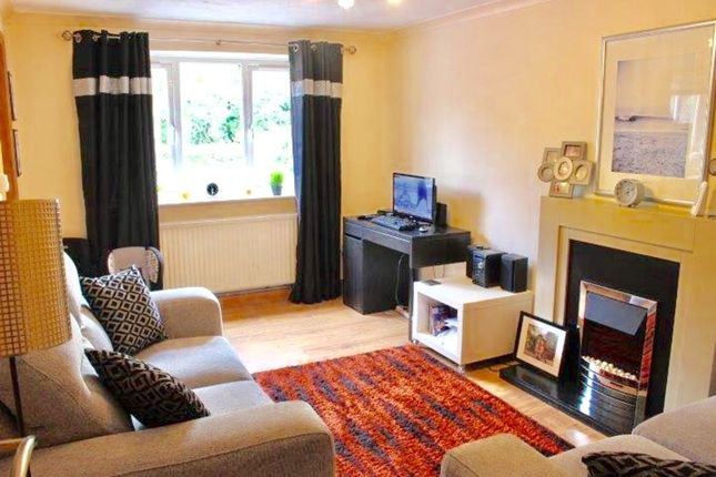 Thumbnail Flat for sale in High Street West, Glossop