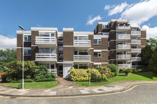 2 bed property to rent in Mountcombe Close, Surbiton KT6