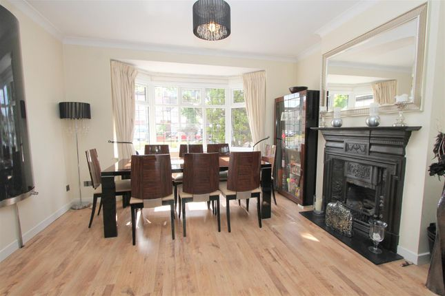Lounge c of Foresters Drive, Wallington SM6